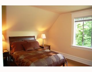 """Photo 7: 677 W 19TH Avenue in Vancouver: Cambie House for sale in """"DOUGLAS PARK"""" (Vancouver West)  : MLS®# V712934"""