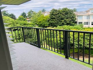 "Photo 18: 303 15357 ROPER Avenue: White Rock Condo for sale in ""Regency Court"" (South Surrey White Rock)  : MLS®# R2478208"