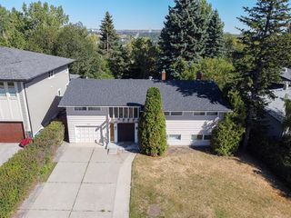 Photo 1: 2444 SOVEREIGN Crescent SW in Calgary: Scarboro/Sunalta West Detached for sale : MLS®# A1027099