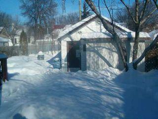 Photo 3: 267 MUNROE Avenue in Winnipeg: East Kildonan Single Family Detached for sale (North East Winnipeg)  : MLS®# 2701402
