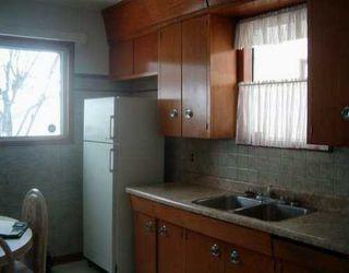 Photo 3: 842 SELKIRK Avenue in Winnipeg: North End Single Family Detached for sale (North West Winnipeg)  : MLS®# 2602742