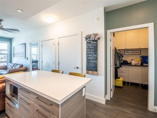 "Photo 5: 301 1628 W 4TH Avenue in Vancouver: False Creek Condo for sale in ""RADIUS"" (Vancouver West)  : MLS®# R2391036"