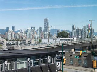 "Photo 11: 301 1628 W 4TH Avenue in Vancouver: False Creek Condo for sale in ""RADIUS"" (Vancouver West)  : MLS®# R2391036"