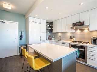 "Photo 3: 301 1628 W 4TH Avenue in Vancouver: False Creek Condo for sale in ""RADIUS"" (Vancouver West)  : MLS®# R2391036"