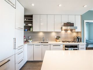 "Photo 4: 301 1628 W 4TH Avenue in Vancouver: False Creek Condo for sale in ""RADIUS"" (Vancouver West)  : MLS®# R2391036"