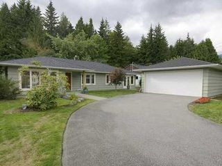 Photo 1: 4227 LIONS Ave in North Vancouver: Home for sale : MLS®# V860049