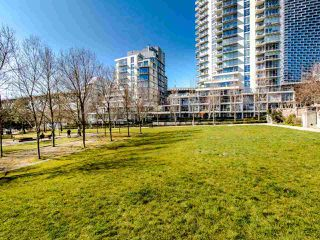 "Photo 17: 1101 638 BEACH Crescent in Vancouver: Yaletown Condo for sale in ""ICON"" (Vancouver West)  : MLS®# R2447929"