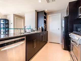 "Photo 8: 1101 638 BEACH Crescent in Vancouver: Yaletown Condo for sale in ""ICON"" (Vancouver West)  : MLS®# R2447929"