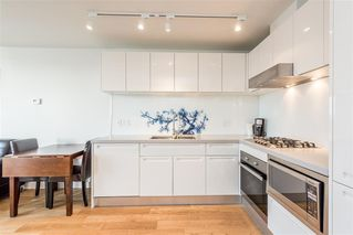 """Photo 3: 1103 188 KEEFER Street in Vancouver: Downtown VE Condo for sale in """"188 KEEFER BY WESTBANK"""" (Vancouver East)  : MLS®# R2422671"""