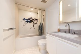"""Photo 12: 1103 188 KEEFER Street in Vancouver: Downtown VE Condo for sale in """"188 KEEFER BY WESTBANK"""" (Vancouver East)  : MLS®# R2422671"""
