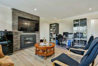 Photo 5: 319 DECAIRE Street in Coquitlam: Central Coquitlam House for sale : MLS®# R2470854