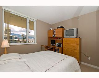 "Photo 9: 2001 120 MILROSS Avenue in Vancouver: Mount Pleasant VE Condo for sale in ""BRIGHTON"" (Vancouver East)  : MLS®# V657531"