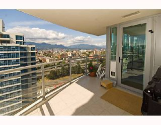 "Photo 10: 2001 120 MILROSS Avenue in Vancouver: Mount Pleasant VE Condo for sale in ""BRIGHTON"" (Vancouver East)  : MLS®# V657531"
