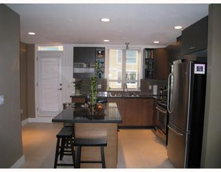 Photo 5: 24 728 W 14TH Street in North_Vancouver: Hamilton Townhouse for sale (North Vancouver)  : MLS®# V704102