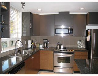Photo 4: 24 728 W 14TH Street in North_Vancouver: Hamilton Townhouse for sale (North Vancouver)  : MLS®# V704102