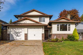 Photo 1: 26441 28A Avenue in Langley: Aldergrove Langley House for sale : MLS®# R2415329