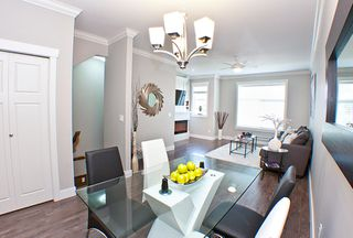 Photo 2: 3 33860 MARSHALL Road in Abbotsford: Central Abbotsford Townhouse for sale : MLS®# R2461046