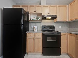 Photo 10: 16 ROYAL BIRCH Villa NW in Calgary: Royal Oak Row/Townhouse for sale : MLS®# C4302365