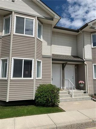 Photo 1: 16 ROYAL BIRCH Villa NW in Calgary: Royal Oak Row/Townhouse for sale : MLS®# C4302365