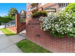 Photo 2: 403 221 ELEVENTH STREET in New Westminster: Uptown NW Condo for sale : MLS®# R2459580