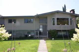 Photo 3: 3737 PIPER Avenue in Burnaby: Government Road House for sale (Burnaby North)  : MLS®# R2475239