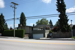 Photo 7: 3737 PIPER Avenue in Burnaby: Government Road House for sale (Burnaby North)  : MLS®# R2475239
