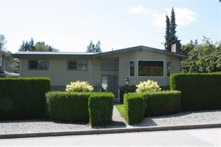 Photo 2: 3737 PIPER Avenue in Burnaby: Government Road House for sale (Burnaby North)  : MLS®# R2475239