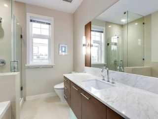 "Photo 13: 5439 WILLOW Street in Vancouver: Cambie Townhouse for sale in ""AURA AT OAKRIDGE"" (Vancouver West)  : MLS®# R2527541"