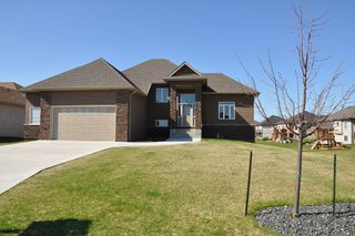Photo 2: 7 Linden Lake Drive in Oakbank: Residential for sale : MLS®# 1110421