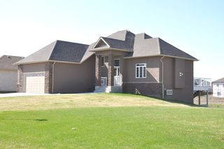 Photo 1: 7 Linden Lake Drive in Oakbank: Residential for sale : MLS®# 1110421