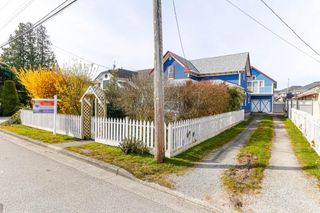 """Photo 2: 4631 46A Street in Delta: Port Guichon House for sale in """"Port Guichon"""" (Ladner)  : MLS®# R2445677"""