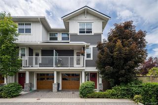 Photo 2: 10 3356 Whittier Ave in Saanich: SW Rudd Park Row/Townhouse for sale (Saanich West)  : MLS®# 841437