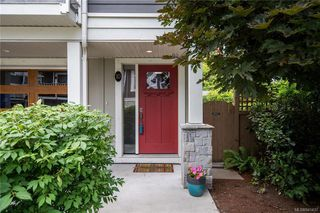 Photo 3: 10 3356 Whittier Ave in Saanich: SW Rudd Park Row/Townhouse for sale (Saanich West)  : MLS®# 841437
