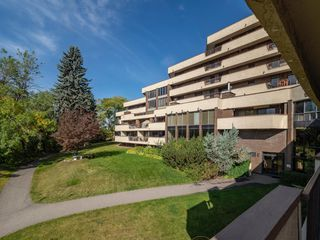 Main Photo: 304 300 MEREDITH Road NE in Calgary: Crescent Heights Apartment for sale : MLS®# A1036230