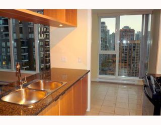 """Photo 2: 1707 1010 RICHARDS Street in Vancouver: Downtown VW Condo for sale in """"THE GALLERY"""" (Vancouver West)  : MLS®# V796391"""