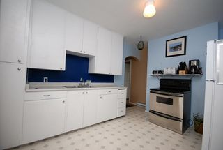 Photo 2: 521 Burnside Rd E in Victoria: Residential for sale : MLS®# 269570