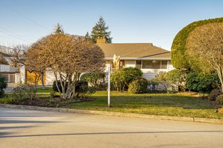 "Photo 2: 8727 CREST Drive in Burnaby: The Crest House for sale in ""Cariboo-Cumberland"" (Burnaby East)  : MLS®# R2422475"