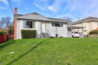 Photo 1: 1094 Londonderry Rd in VICTORIA: SE Lake Hill Single Family Detached for sale (Saanich East)  : MLS®# 832497