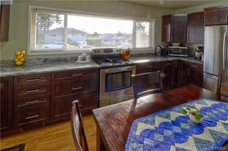 Photo 2: 1094 Londonderry Road in VICTORIA: SE Lake Hill Single Family Detached for sale (Saanich East)  : MLS®# 420628