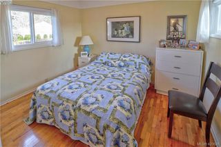 Photo 10: 1094 Londonderry Rd in VICTORIA: SE Lake Hill Single Family Detached for sale (Saanich East)  : MLS®# 832497
