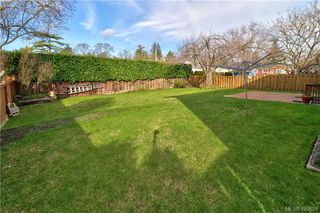Photo 16: 1094 Londonderry Road in VICTORIA: SE Lake Hill Single Family Detached for sale (Saanich East)  : MLS®# 420628
