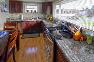 Photo 6: 1094 Londonderry Road in VICTORIA: SE Lake Hill Single Family Detached for sale (Saanich East)  : MLS®# 420628