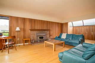 Photo 3: 2258 MATHERS Avenue in West Vancouver: Dundarave House for sale : MLS®# R2469648