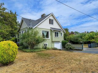 Main Photo: 2859 Richmond Rd in : SE Camosun Single Family Detached for sale (Saanich East)  : MLS®# 851597