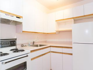 Photo 3: 211 3721 DELBROOK Avenue in North Vancouver: Upper Delbrook Condo for sale : MLS®# R2527904