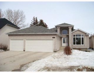 Photo 1: 183 REDVIEW Drive in WINNIPEG: St Vital Residential for sale (South East Winnipeg)  : MLS®# 2803798