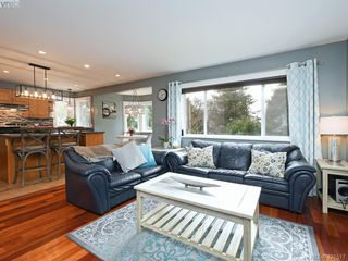 Photo 8: 1370 Charles Pl in VICTORIA: SE Cedar Hill Single Family Detached for sale (Saanich East)  : MLS®# 834275