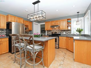 Photo 2: 1370 Charles Pl in VICTORIA: SE Cedar Hill Single Family Detached for sale (Saanich East)  : MLS®# 834275