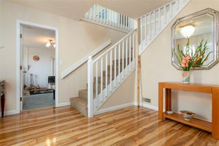 Photo 3: 2460 Costa Vista Pl in : CS Tanner Single Family Detached for sale (Central Saanich)  : MLS®# 855596