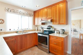 Photo 5: 2460 Costa Vista Pl in : CS Tanner Single Family Detached for sale (Central Saanich)  : MLS®# 855596